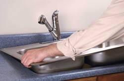 Сантехник в Яровое. Услуги сантехника – установка раковины на кухне